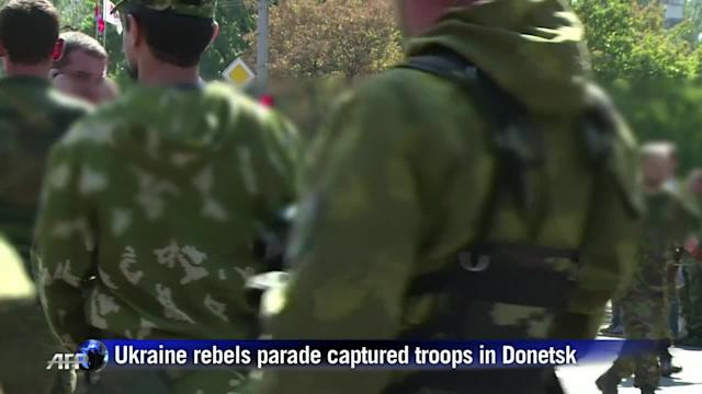 Rebels parade captured soldiers on Ukraine independence day