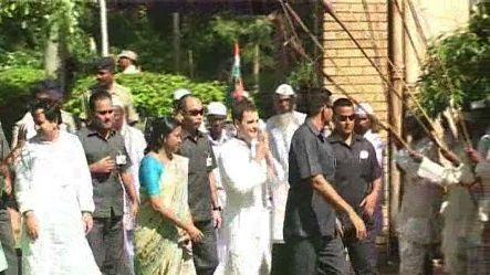 Rahul reaches Ranchi amid protests, meets Tana Bhagat delgation