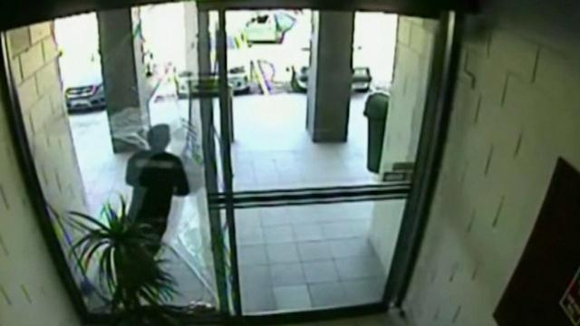 Thief runs into glass door during robbery