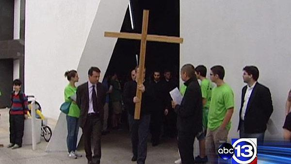 Houstonians march in the Way of Cross procession