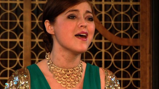 Singer gets two double lung transplants, sings again