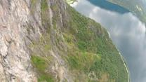 19 wingsuits jump off a cliff in Norway