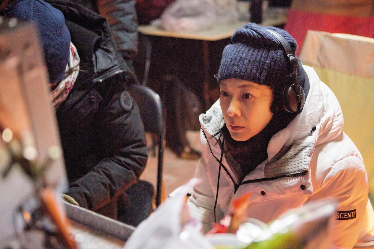 當演員的劉若英並不看監看螢幕,但當導演的第一天起,她卻必須緊盯著它。(英兒工作室提供)