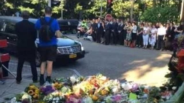 Thousands Line Streets as Bodies of MH17 Victims Arrive in Eindhoven