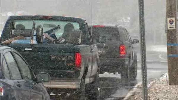Nor'easter: Snow falling in Long Island