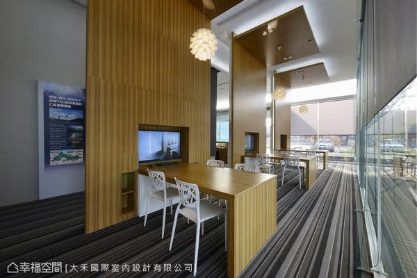 每隔洽談區都有獨立的視聽、收納機能,獨立而開放彷彿咖啡廳般的氛圍。