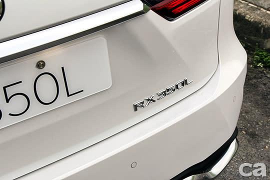 車名後方直接加個L,簡單明瞭。