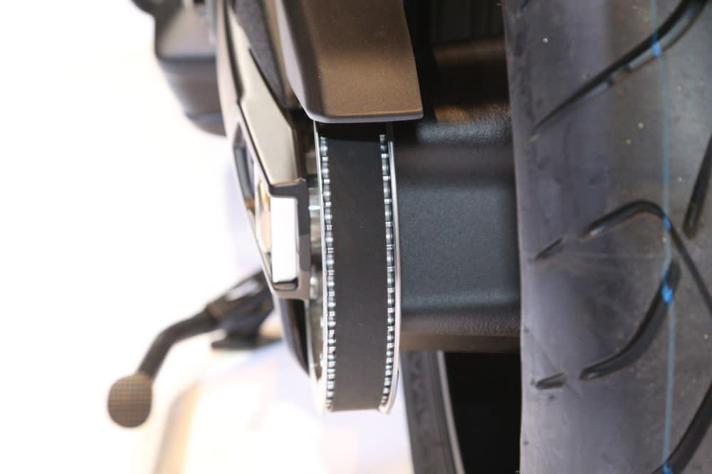 高強度輕量化皮帶(寬度由40mm降為25mm)。
