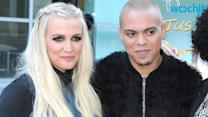 Evan Ross Dotes on Pregnant Ashlee Simpson, Gives Shout-Out to Mom in Concert