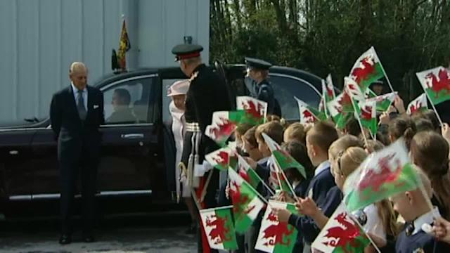 Queen visits cracker factory on tour of Wales