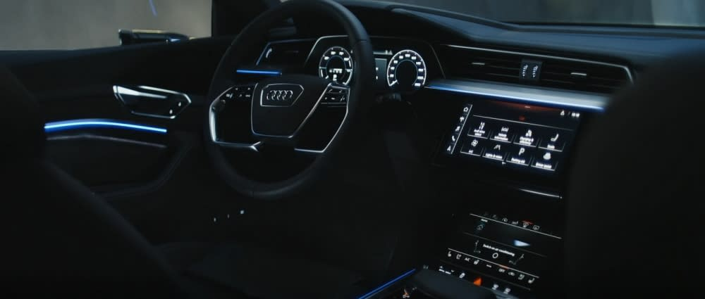 Audi e-tron內裝充滿未來科技感,所有設計概念也會沿用後續車款(圖片來源:Audi Taiwan)