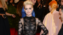 17 Times Anne Hathaway Looked Stunning on the Red Carpet