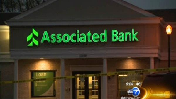 2 charged in attempted bank robbery after shootout with FBI