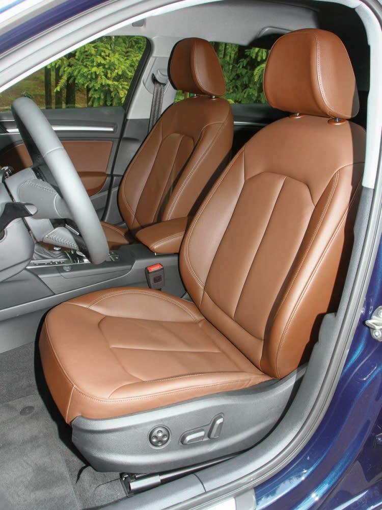 雙前座椅支撐性及包覆性皆屬上乘,舒適與運動並進。
