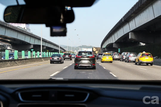 高速公路最適合讓ACC與LKAS等系統發揮功能,不但能提升行車安全,也能有效緩解駕駛疲勞感。