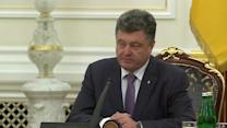 Poroshenko pushes for peace