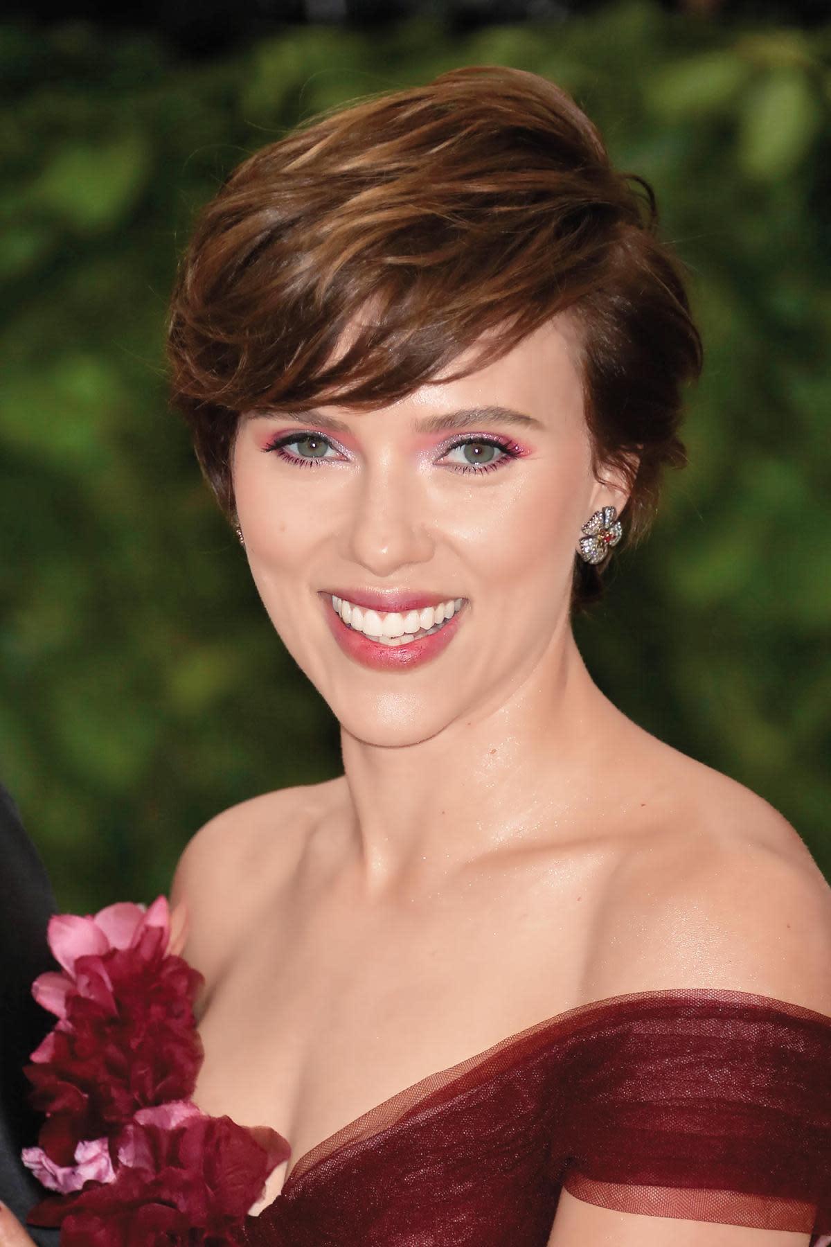 史嘉蕾喬韓森除了在漫威電影扮演黑寡婦外,還忙於替動畫片配音,從《歡樂好聲音》《犬之島》《與森林共舞》都有她的獻聲演出。(東方IC)