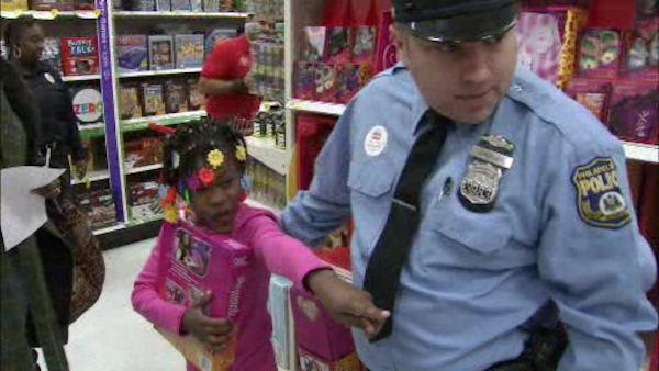 Philly police take kids on shopping spree