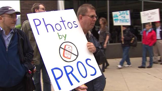 Laid off photographers picket Chicago Sun-Times