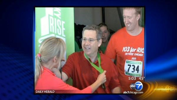 Sen. Mark Kirk joins in Skyrise Chicago stair climb at Willis Tower months after stroke