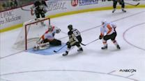 Sidney Crosby scores off feed from Malkin