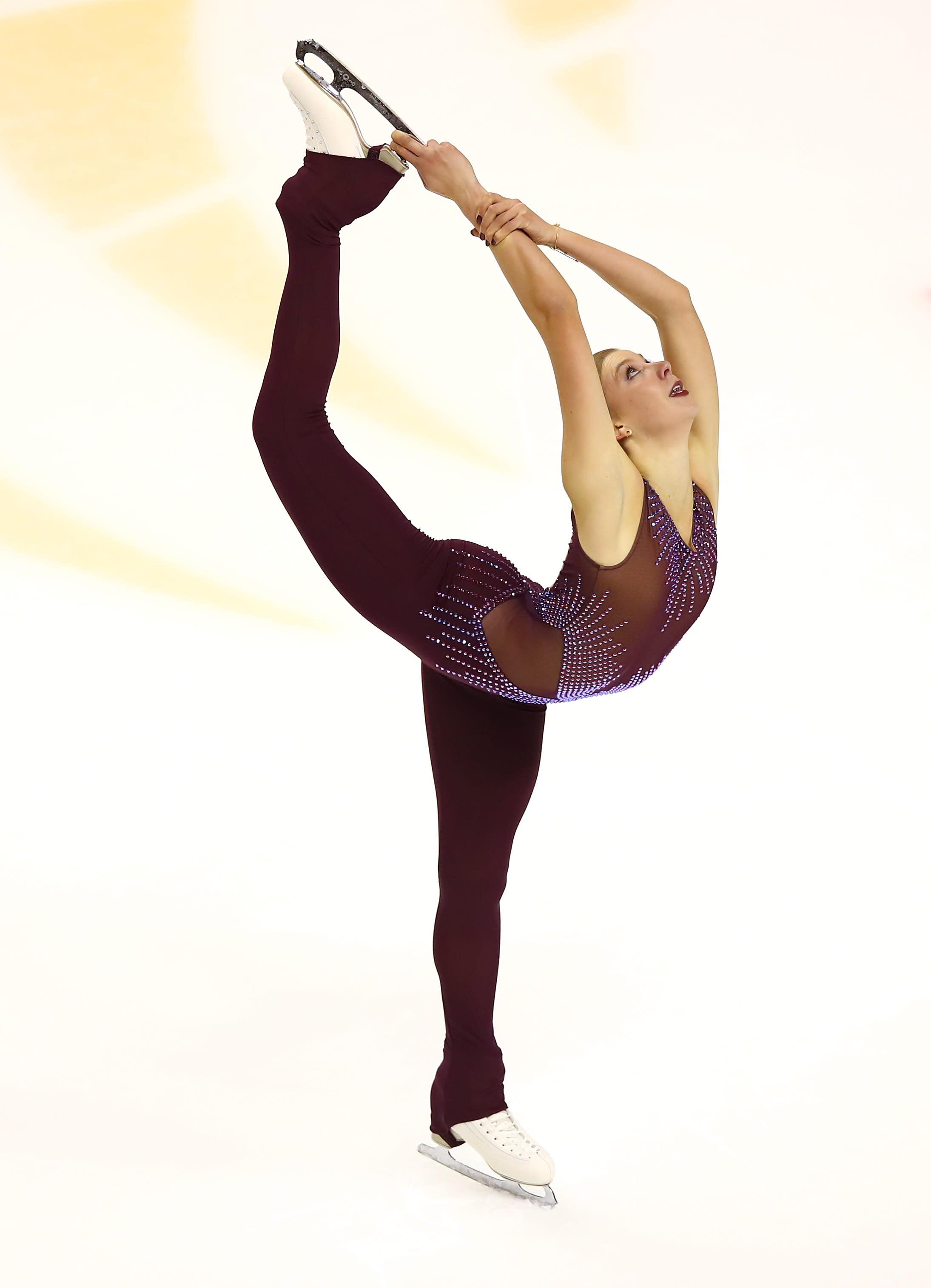 Nude female ice skaters — img 4