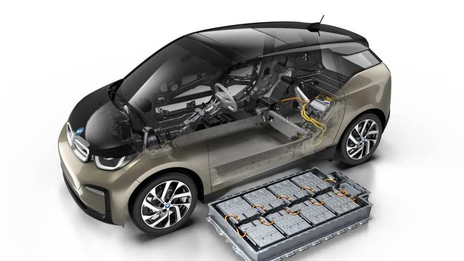 BMW當初要把電池裝在i3/i3s車上可說費盡心思,在與原本同尺寸相同情況下再提升電池容量。