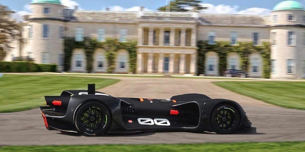 Robocar將成為第一個、也是唯一一個參加古德伍德速度嘉年華的無人駕駛賽車,甚至有機會寫下無人賽車最快紀錄。(圖片來源: https://electrek.co/2018/07/12/robocar-goodwood-circuit-360-video/)