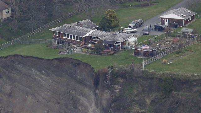 Destructive landslide threatens homes in Washington State