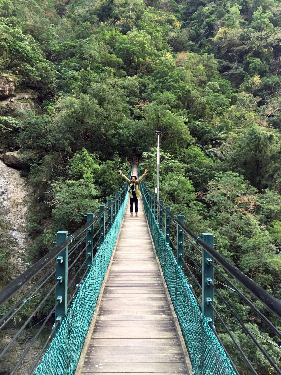 從燕子口的錐麓吊橋進入 (Photo / Ran)