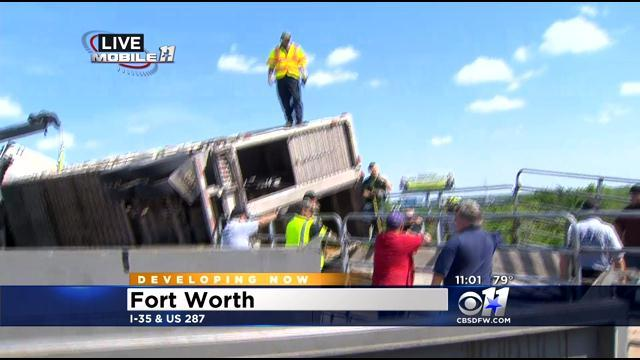 Crews Clear Overturned Cattle Truck In Fort Worth