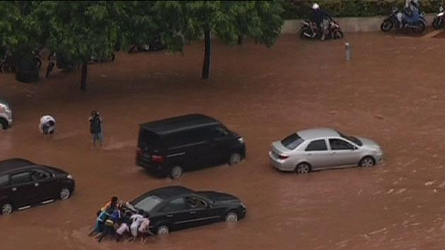 Flooding claims lives in Indonesia