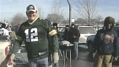 Thousands Travel To Chicago To Cheer On Packers