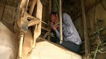 Raw: What's Inside a Commercial Jet Wheel Well