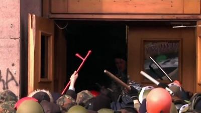 Raw: Opposition Groups Clash in Kiev