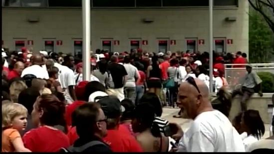 Fans swarm KFC Yum Center for UofL championship celebration