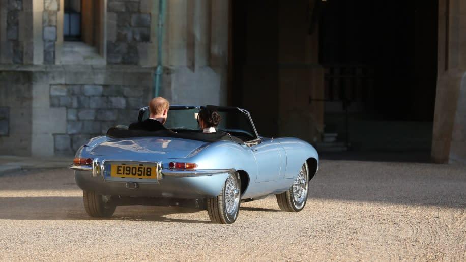 你也想入手這輛夢幻電動車?那麼至少要準備1,400萬元,若想學哈利王子一樣訂製與婚禮日期相同的車牌,預算可能要再往上追加