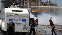 Police crush barricades in Istanbul square