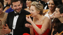 20 Times Celebs Ate Pizza & Life Was Amazing