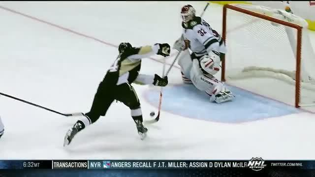Crosby's no-look pass sets up Kunitz