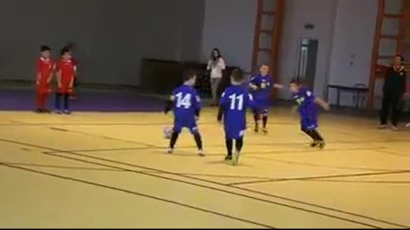 Romanian Under-8 side's brilliant 'arguing' free-kick routine followed by awesome celebration