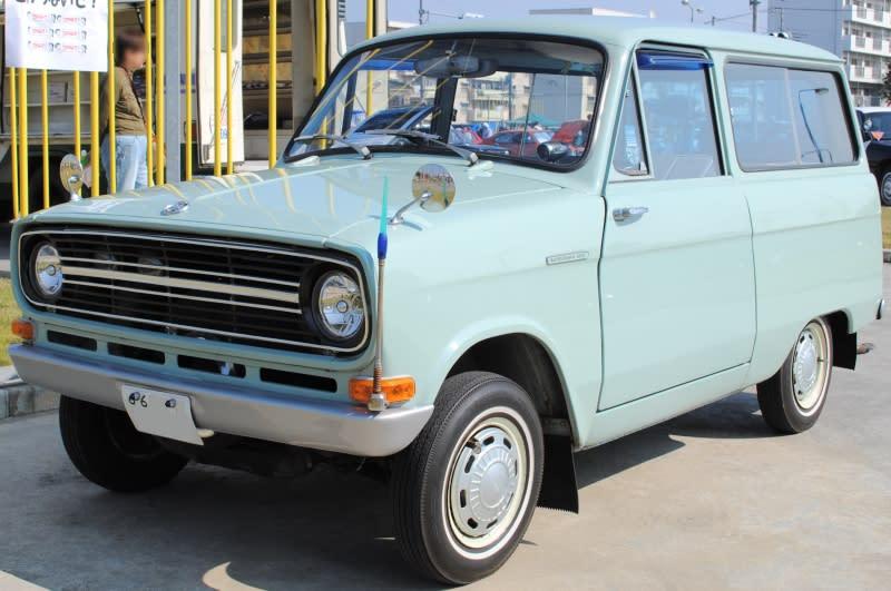 第一代的三菱Minica(https://en.wikipedia.org/wiki/File:Mitsubishi-360.jpg)