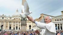 Raw: Pope Frees Doves From Cage