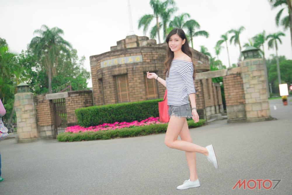 來到台灣教育首府的台大,一定要在校門口留念!