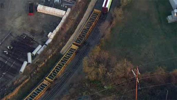 Freight train derails in Tioga-Nicetown
