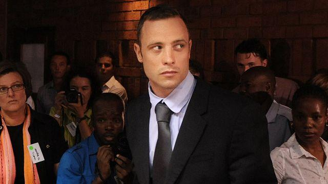 Oscar Pistorius reports to police as part of bail agreement