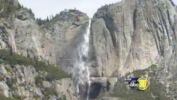 Thousands spend holiday in Yosemite