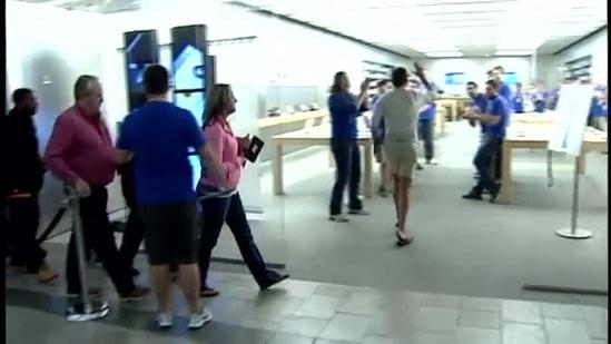 Many wait in long lines, are unsure of iPhone 5 features