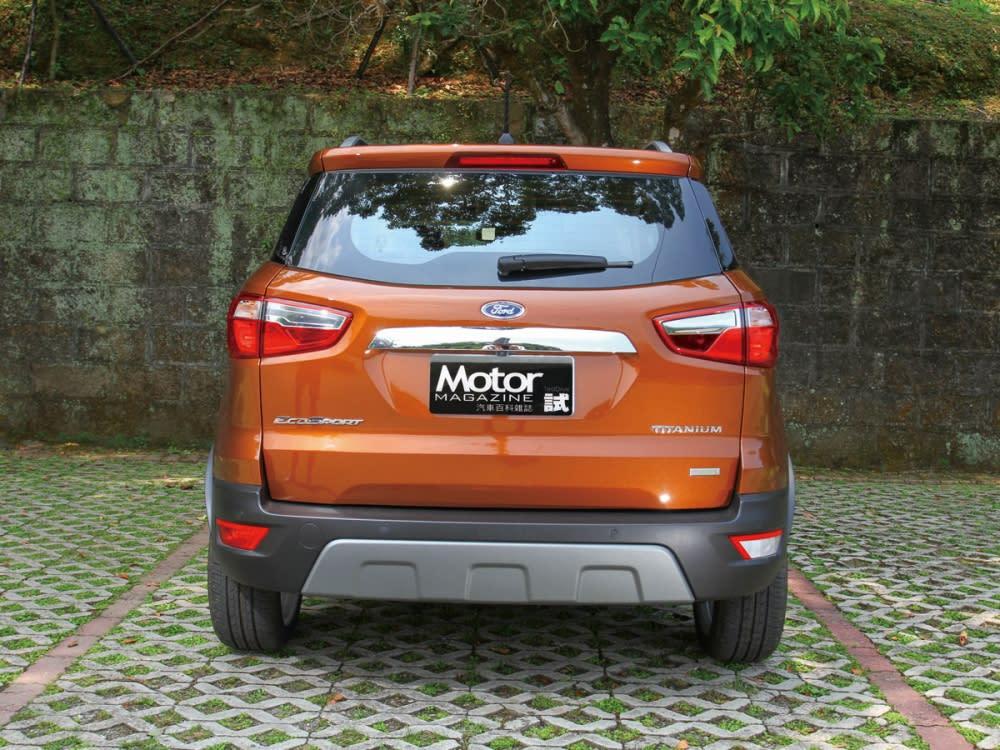 車尾取消配胎配置並將牌照框移至尾門中央,使外貌更趨近大部份消費者胃口。