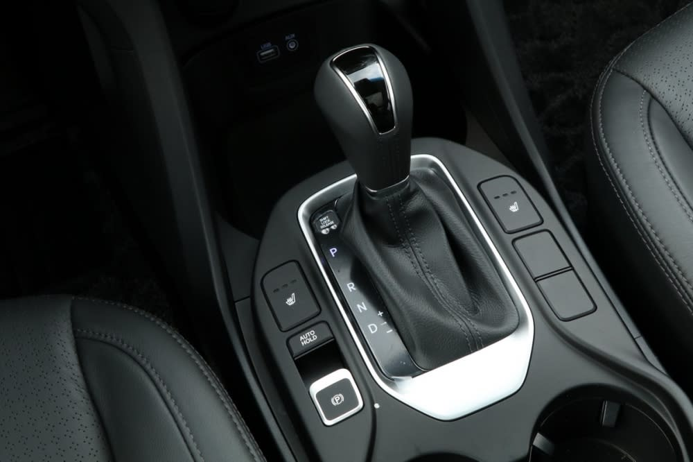 領袖款車型採用電子手煞車、並具備Auto Hold機能提升不少駕駛質感